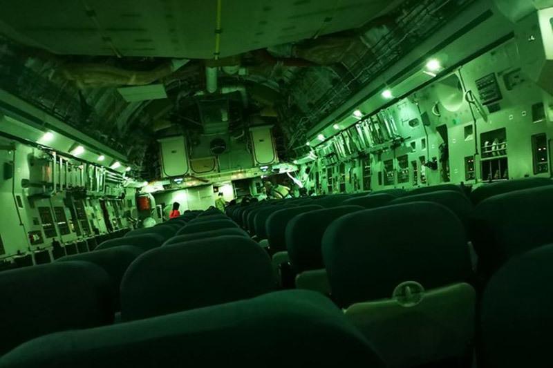 Ảnh máy bay vận tải trống không rời Kabul gây 'bão mạng'