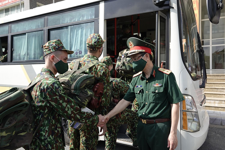 Gần 300 bác sĩ quân y hừng hực khí thế quyết tâm vào Nam chống dịch