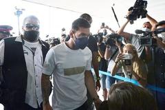 Messi bay về Barcelona sau khi bị loại khỏi đội hình PSG