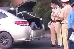 Hà Nội: Phát hiện tài xế giấu người trong cốp ô tô nhằm qua chốt kiểm dịch