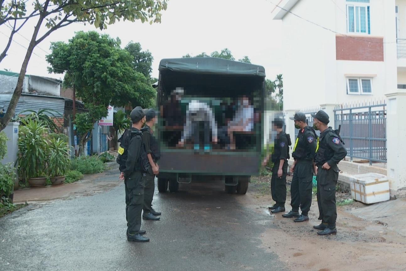 Nữ sinh đánh nhau ở Đắk Lắk, nhóm bạn đứng quay clip