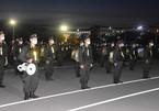 250 Cảnh sát cơ động lên đường chi viện Bình Dương chống dịch