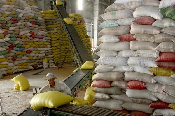 Giá gạo 'chạm đáy' trong hơn 1 năm: Vì đâu nên nỗi?