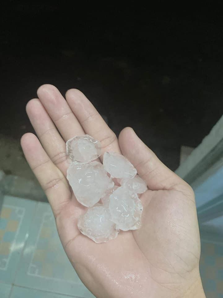 TP.HCM bất ngờ xuất hiện mưa đá