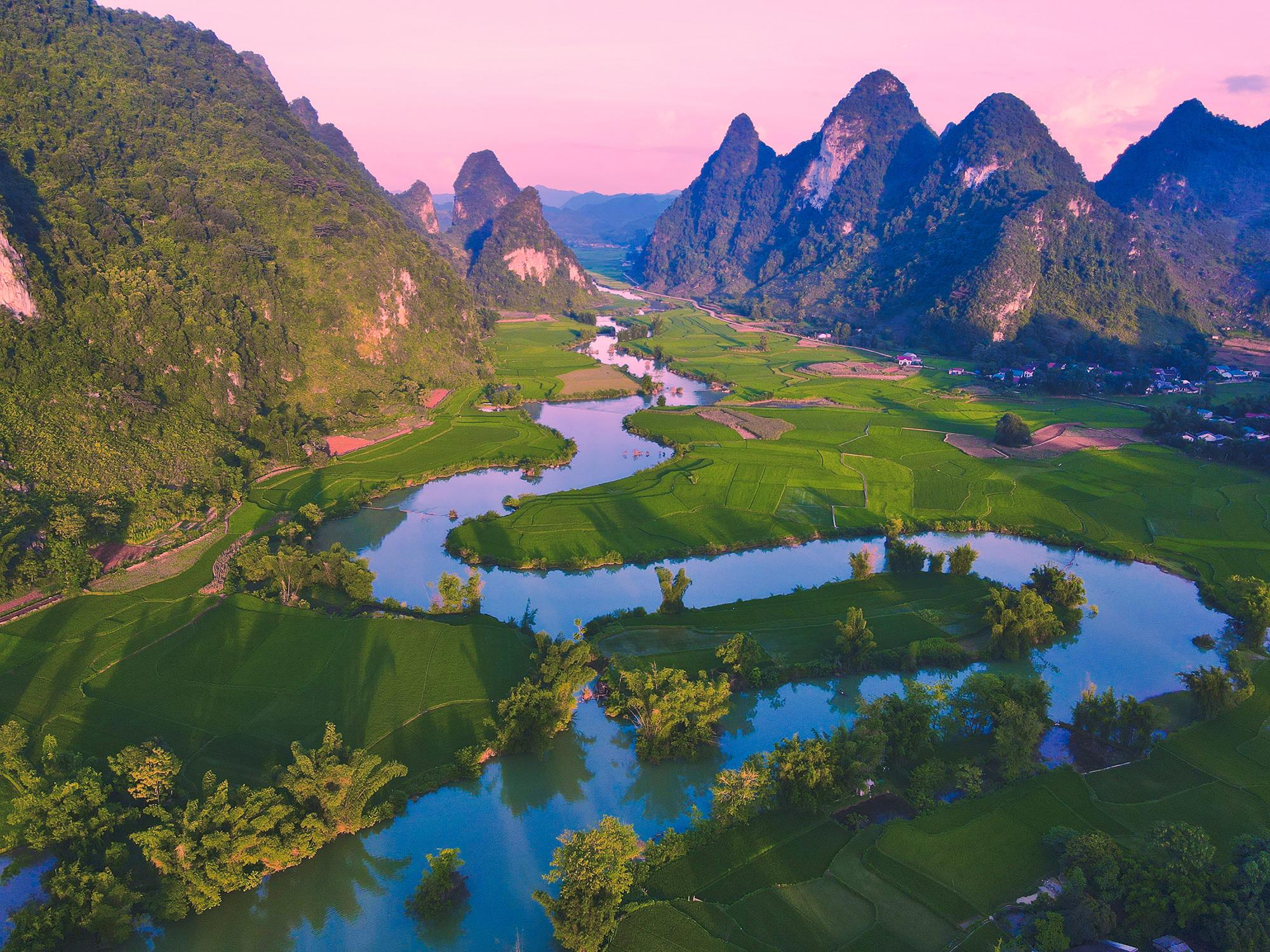 Chàng trai Việt tiết lộ cách tiết kiệm để chu du 30 quốc gia, 150 thành phố