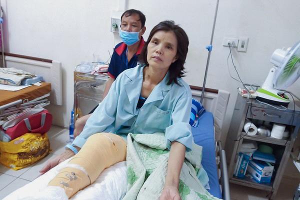 Mẹ bị máy nghiền cắt lìa chân, con gái 10 tuổi sống trong lo sợ