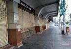 Ngày đầu tiên 'siết chặt hơn', chợ và siêu thị vắng lặng không bóng khách