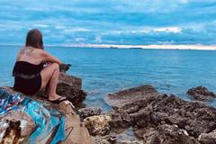 Cuộc sống của cô gái mắc kẹt 18 tháng ở 'thiên đường không bóng Cô Vy'