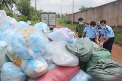 Bắt vụ tái chế khẩu trang lỗi tung ra thị trường kiếm lời