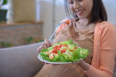 Mang thai an toàn, chăm bé đúng cách những ngày giãn cách xã hội