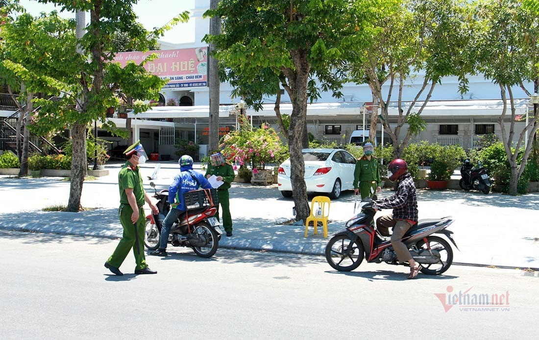 Công an Nghệ An kích hoạt 70 tổ chốt kiểm soát TP Vinh 'ai ở đâu ở yên đó'