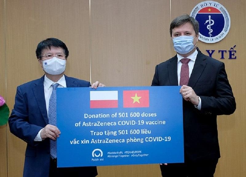 Việt Nam nhận hơn 500.000 liều vắc xin AstraZeneca trao tặng từ Ba Lan