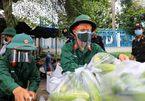 Bộ đội, công an đi chợ hộ cho người dân TP.HCM