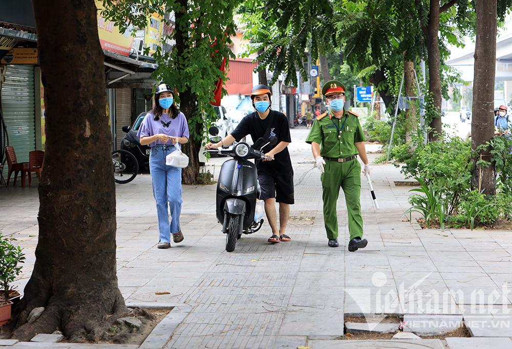 Xin bạn giấy đi đường để ship hàng, gặp Tổ công tác đặc biệt bị xử phạt