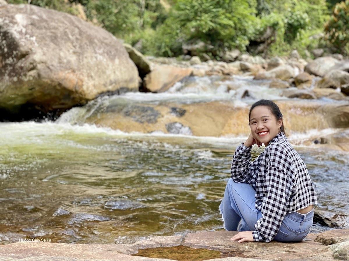 Cô gái băng rừng, lội suối, đón hàng trăm khách 'đến' Sa Pa giữa đại dịch