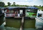 Hà Nội giãn cách: Lênh đênh giữa sông Hồng, không dám lên bờ nhận quà từ thiện