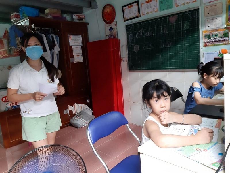 Những đứa trẻ ở trọ Sài Gòn mong chờ được tiếp sức