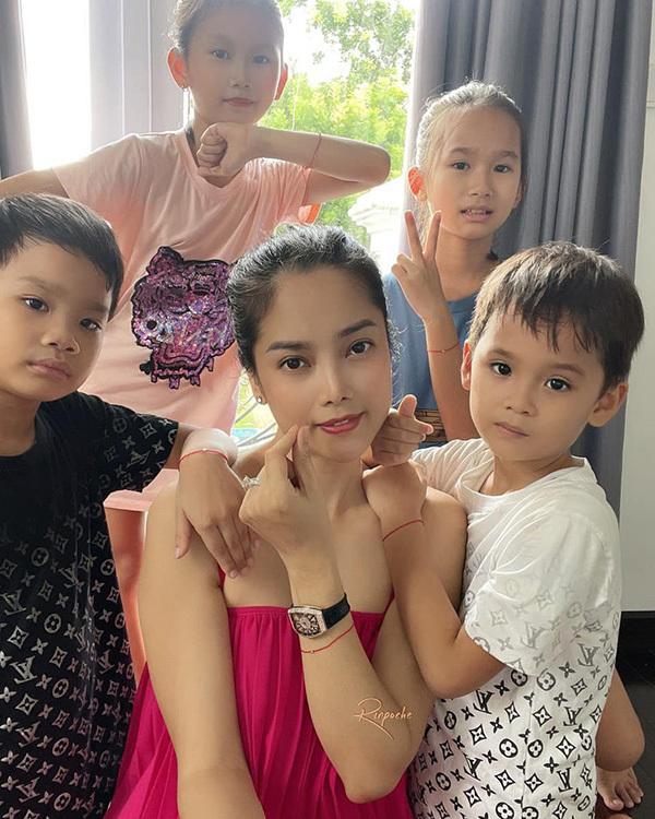 Á hậu Thùy Giang và 6 thành viên gia đình hồi phục 90% sau khi mắc Covid-19