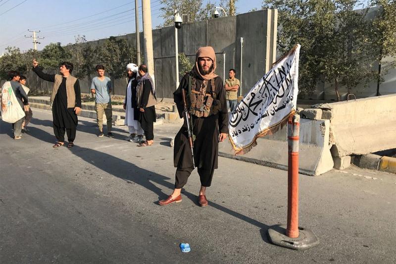 Hỏa hoạn ở sân bay Kabul, Taliban cảnh báo Mỹ hậu quả gia hạn rút quân