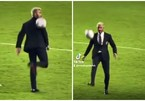 """Chủ tịch David Beckham skill khiến con trai """"lác mắt"""""""