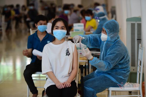 TP.HCM dùng vắc xin Pfizer tiêm mũi 2 cho người tiêm mũi 1 vắc xin Moderna