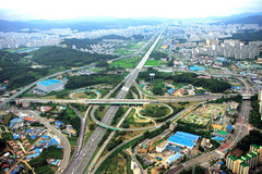 Kỳ tích 'tay không làm cao tốc' của Hàn Quốc