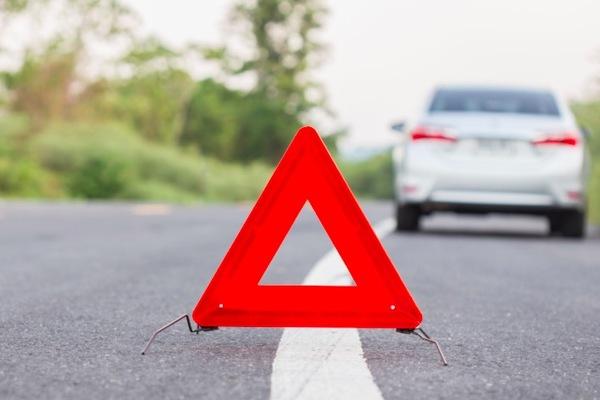 Xe bị trục trặc, dừng đỗ ở làn khẩn cấp thế nào cho an toàn?