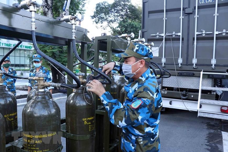 Quân đội triển khai trạm sản xuất oxy lưu động sẵn sàng hỗ trợ TP.HCM