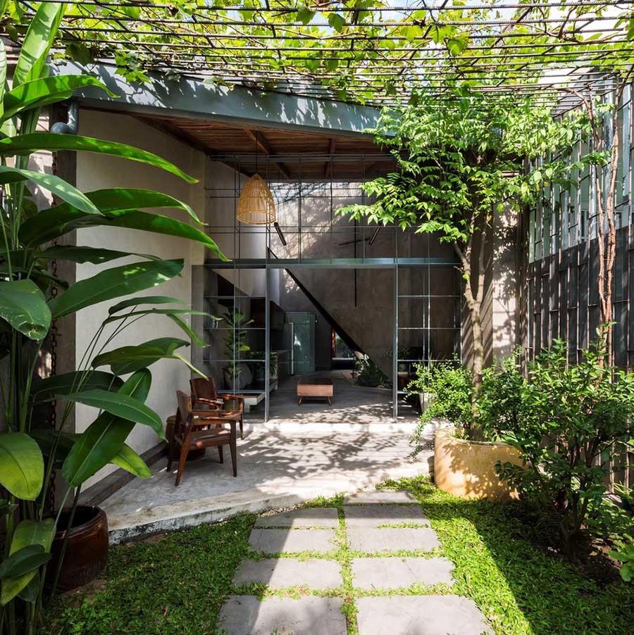 Nhà cấp 4 luôn mát mẻ nhờ 'bẫy' gió, có vườn rau và cây trái trong nhà