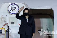 Phó Tổng thống Mỹ Kamala Harris đến Hà Nội, bắt đầu thăm Việt Nam