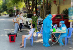 Đi 'từng ngõ, gõ từng nhà', lấy mẫu test nhanh 500 nghìn người tại TP Vinh