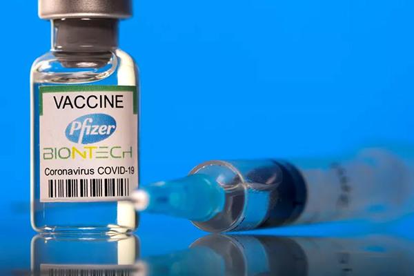 Pfizer cho phép Israel kéo dài thời gian dùng 60.000 liều vắc xin hết hạn