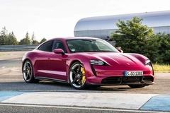 Porsche Taycan 2022 được trang bị tính năng đỗ xe bằng smartphone