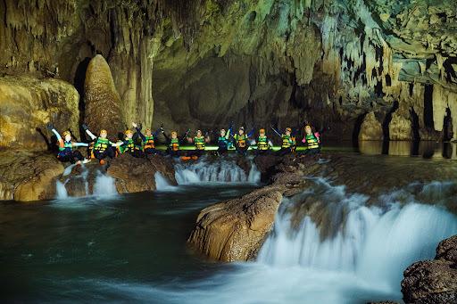 Nơi cảnh sắc hút hồn khiến du khách chi tiền triệu để 'ăn hang, ngủ động'