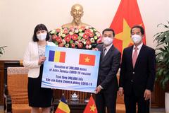 Romania presents Vietnam with 300,000 doses of COVID-19 vaccine