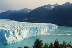 Chiêm ngưỡng 'pháo đài băng' khổng lồ tan chảy nhanh nhất thế giới