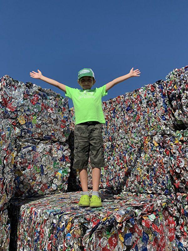 Cậu bé 11 tuổi là CEO công ty tái chế rác thải lớn tại Mỹ