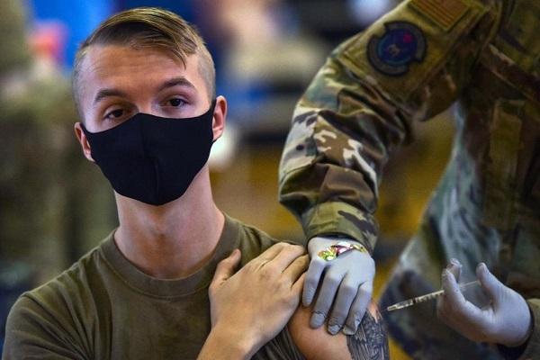 Đánh giá mới về hiệu quả vắc xin, Mỹ ra lệnh binh sĩ phải tiêm chủng