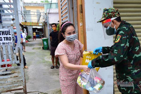 Chủ tịch quận Bình Tân nhận lỗi về thái độ của tổ trưởng khi trả lời dân về gói an sinh