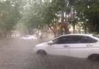 Mưa lớn kéo dài, đường phố Hải Phòng ngập lụt trầm trọng