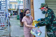 TP.HCM tiêm vắc xin cho người lang thang và đã lo 1,8 triệu túi an sinh