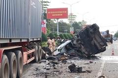 Đầu xe container rơi xuống đường sau va chạm, người phụ nữ tử vong