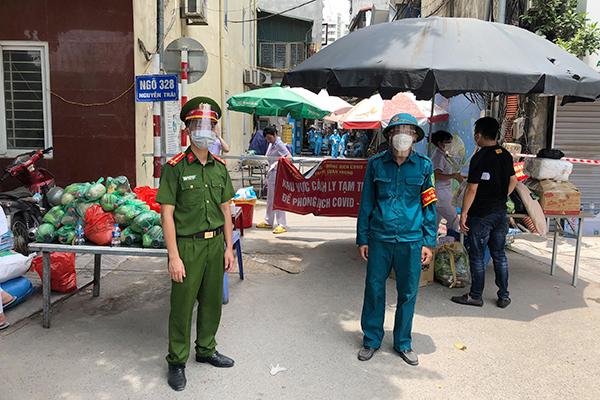 Lỗ hổng trong 'vùng đỏ' và chỉ đạo mạnh của Chủ tịch Hà Nội