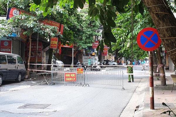 Phong tỏa khu vực có 210 hộ dân cạnh bến xe Giáp Bát