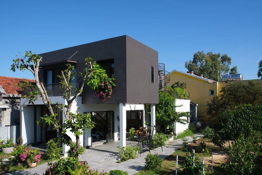 Thiên đường gói gọn trong ngôi nhà có kiến trúc đặc biệt giữa làng