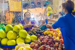 Thanh niên đi chợ, nấu cơm, mở gian hàng 0 đồng giúp dân ở Hà Tĩnh