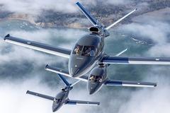 'Cưỡi' máy bay phản lực thăm gấu Bắc cực và ngắm mưa sao băng