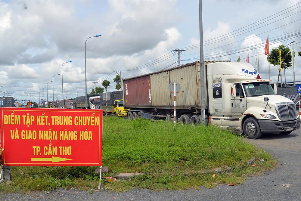 Không yêu cầu 'đổi tài xế, sang hàng', xe lưu thông vào TP Cần Thơ dễ dàng hơn