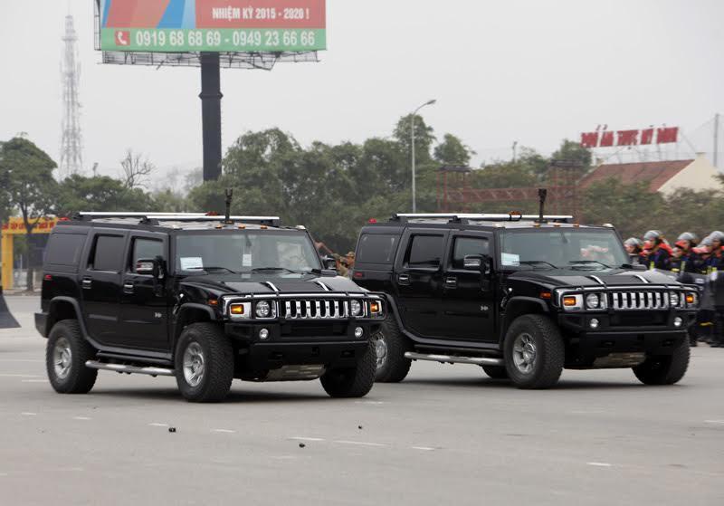 Khả năng tác chiến ấn tượng của Hummer H2 hộ tống Phó Tổng thống Mỹ
