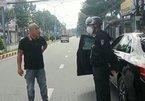 Thanh niên ở Bình Dương 'thông chốt' kiểm soát, dọa giết CSCĐ